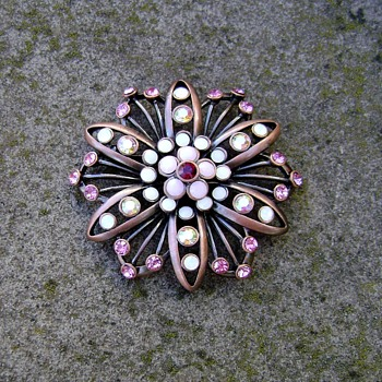 Brooch Signed PD - Costume Jewelry