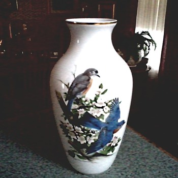 "Roger Tory Peterson ""Bluebirds"" Vase / Kaiser W. Germany for Danbury Mint /Circa 1970-80 - Pottery"