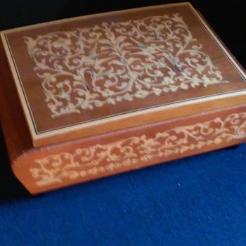 Vintage Cigarette Music Box - Tobacciana