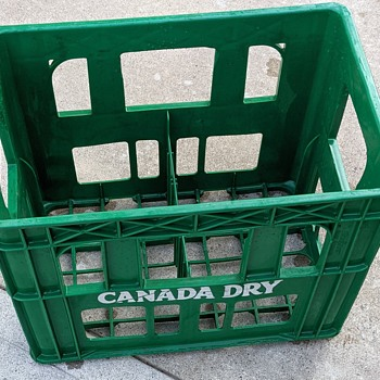Canada Dry and 7-UP plastic crates. - Advertising