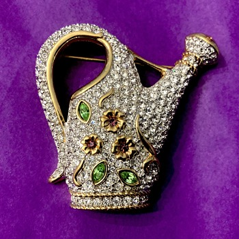 Swarovski brooch - Costume Jewelry