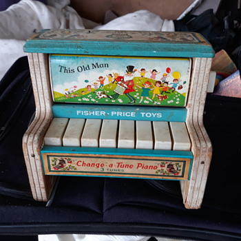 Vintage 1968 fisher price change a tune piano - Toys