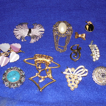 Another Mixed Brooch Lot - Costume Jewelry