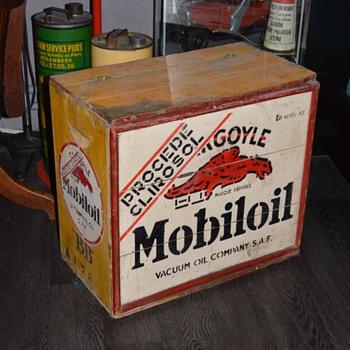 mobiloil wood crate - Petroliana