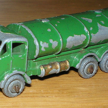 Matchbox Lesney 11a Road Tanker Green with Gold Trim but Unboxed - Model Cars