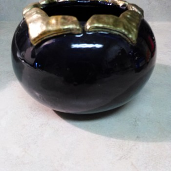 BLUEBERRY POTTERY POT - Pottery