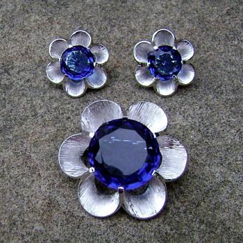 Trifari flower brooch set - Costume Jewelry