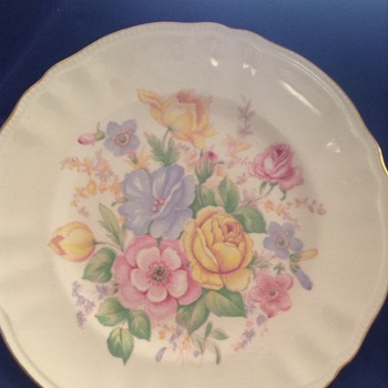 Ageless painted plate - China and Dinnerware
