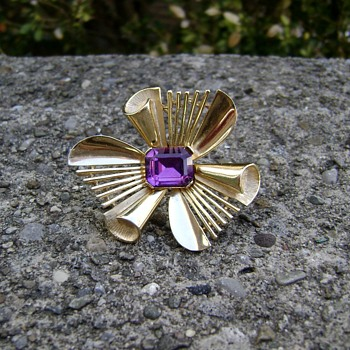 Crown Trifari Abstract Flower - Costume Jewelry