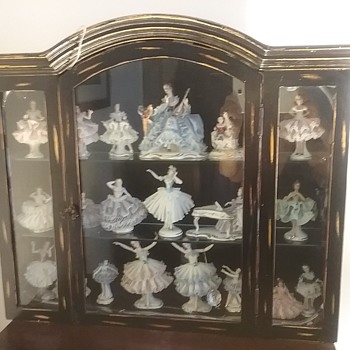 Pagoda display cabinet & figurines