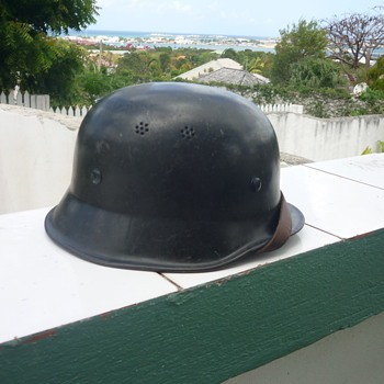 WWII German police/fireman's helmet - Military and Wartime
