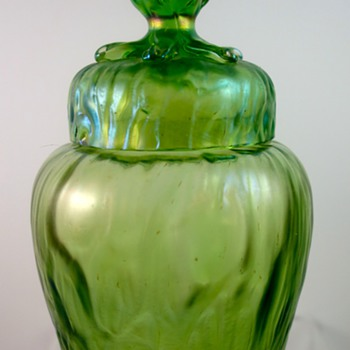 Loetz Creta Rusticana covered jar, PN unknown, ca. 1900 - Art Glass