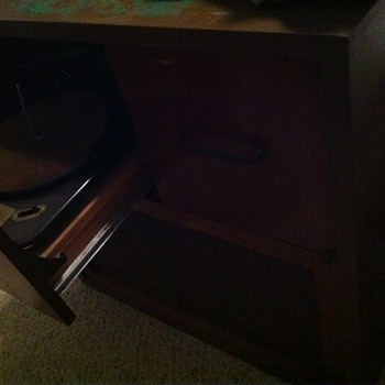 """Magnavox """"Duette"""" stereo console with Garrard RC80 phonograph"""