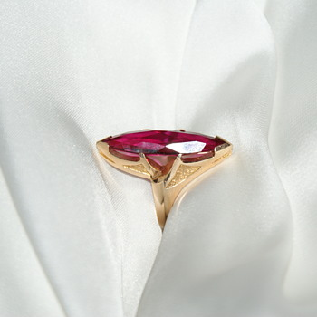 Lovely Large 10k Gold Vintage Ring  - Fine Jewelry