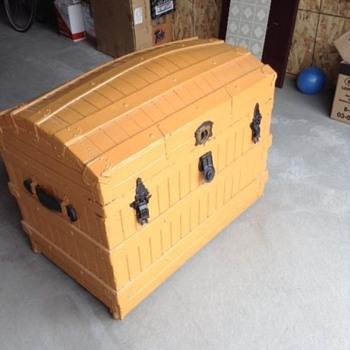 Excelsior Oak Slat Trunk Painted - Furniture