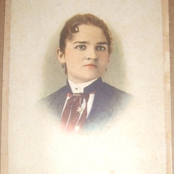 Beautiful woman in tinted cabinet card - Fine Jewelry