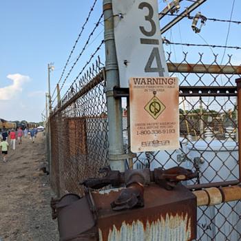 rail yard rust garden (I wish...) - Railroadiana