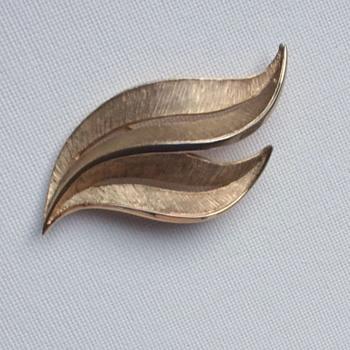 Crown Trifari Brooch Goldtone Leaves