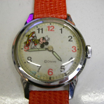 SKATEBOARDING MICKEY - Wristwatches