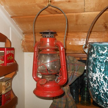 Dietz Comet Lantern Made in USA - Sporting Goods
