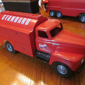 Vintage Standard Oil Toy Trucks By Wally Hooker - Model Cars