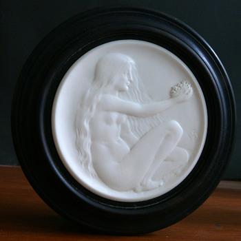 ebony and ivory lidded box - Art Nouveau
