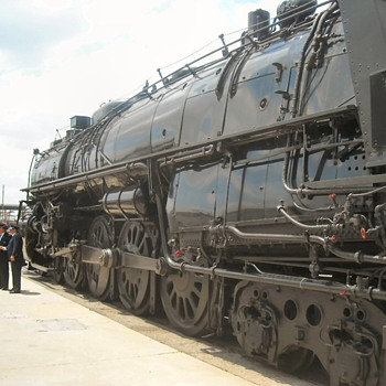 AT&SF 3751 4-8-4 Steam Locomotive - Railroadiana
