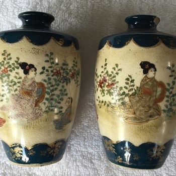 A pair of little pottery vases  - Asian