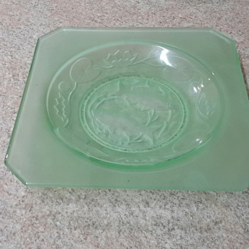 Uranium glass plate and bowl