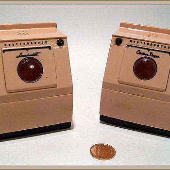 Salt and Pepper Shaker -- Washer & Dryer ( LOL ) - Kitchen