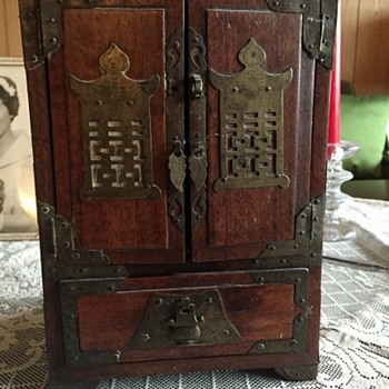 Small Chinese cabinet - Asian