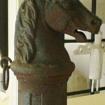 Horse Hitching Post On Round Base Antique - Animals