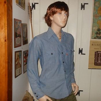 Vintage 1970s Levi's Chambray Work Shirt - Mens Clothing