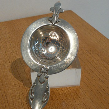 CHRISTIAN F HEISE SILVER STRAINER 1929. - Silver
