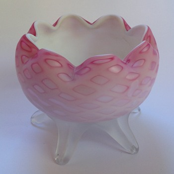 Victorian diamond quilted satin glass rose bowl with footed base - Art Glass
