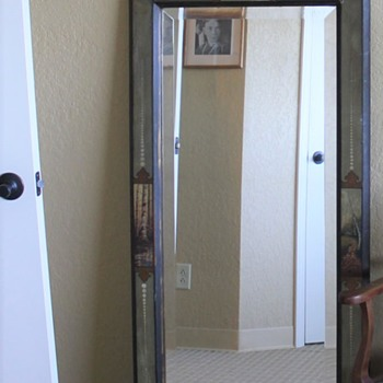 Have you ever seen a mirror like this? Info needed - Furniture