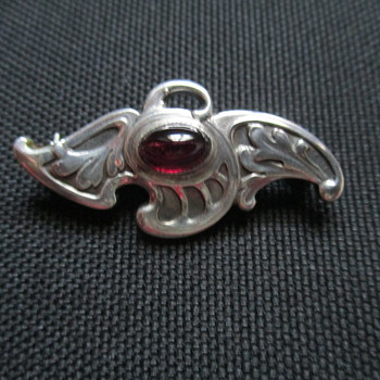 Meyle & Mayer Jugendstil Silver and Garnet Brooch c. 1900 - Fine Jewelry