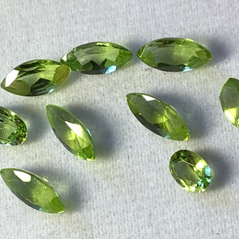 Small green stones  - Gemstones