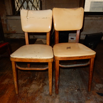Help Please. Name and Era Of The Chairs?