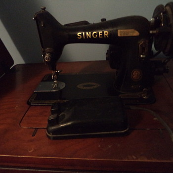 Vintage Singer Sewing Machine and Desk