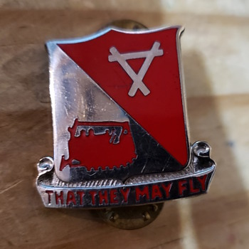 Can't Identify Pin - Military and Wartime