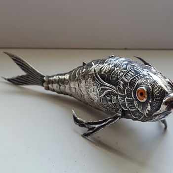 Antique/vintage silver articulated fish, KYRATISED. - Animals