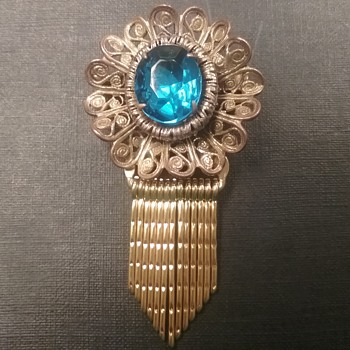 Lisner filigree dangle brooch  - Costume Jewelry