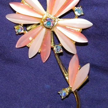 Lovely Vintage Lucite and Rhinstone Flower Brooch - Costume Jewelry