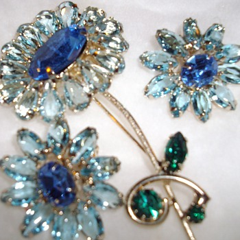 Weiss brooch and earrings. - Costume Jewelry
