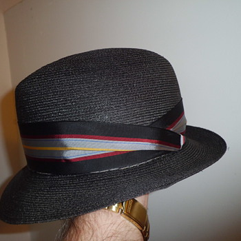 Dobbs vintage fedora with small brim,..some nice snap in it