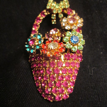 Dorothy Bauer basket brooch - Costume Jewelry