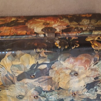 Victorian decoupage metal Trunk - Furniture