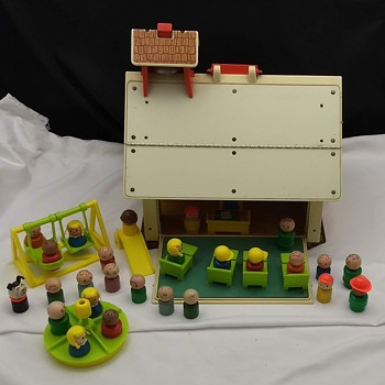 1971 Vintage Fisher Price Little People Play Family School House Model #923 - Toys