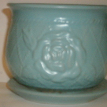 I belive this is a McCoy although, I have no genral idea, do you? - Pottery